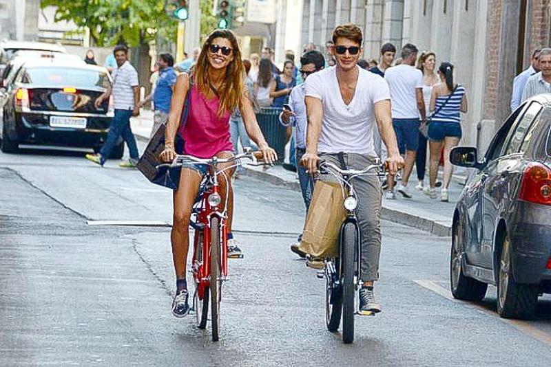 пара на велосипедах велосипеды счастливая пара здоровый образ жизни стиль жизни