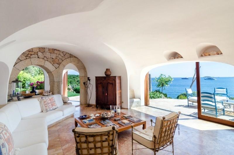 сардиния море светлая гостиная вилла в аренду остров италия