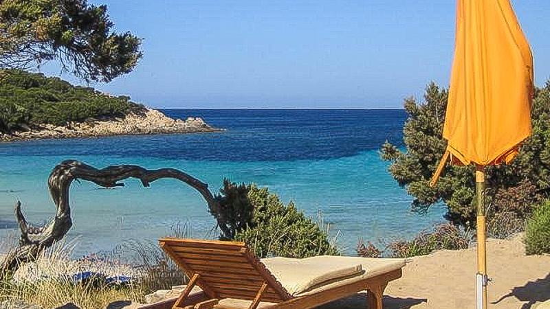 море сардиния остров шезлонг зонтик солнце лето аренда виллы отдых италия