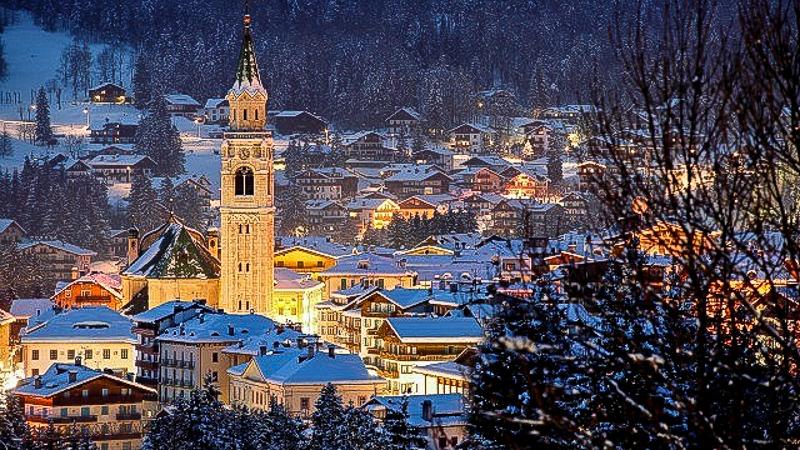 кортина дампеццо ночь горнолыжный курорт горы италия дома