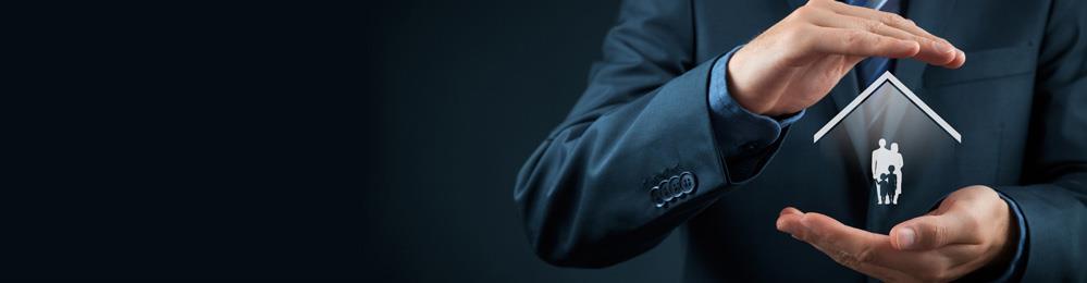 темный фон мужчина руки дом семья опека помощь защита сопровождение